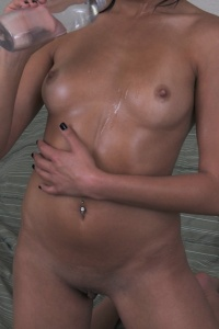 Kelly Covered In Babyoil - Picture 4