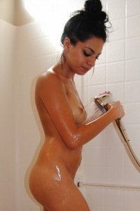 Kelly Gets Wet In The Shower - Picture 12